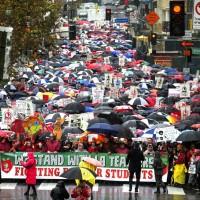 要求提高薪水、改善教育環境!洛杉磯教師大罷工