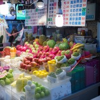 Fruit stall in Shilin Night Market. (Image by flickr user See-ming Lee)