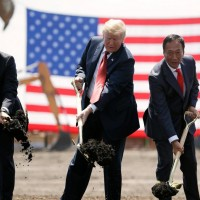 Taiwan's Foxconn considers abandoning panel production in Wisconsin