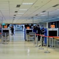 【非洲豬瘟】機場X光機防疫檢查全面啟用 陳吉仲視察打90分以上