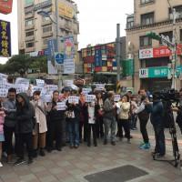 【緊急快報】華航地勤人員聚集台北東門抗議 痛罵機師無權代表公司