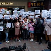 China Airlines ground crews call for end to pilot strike in Taipei