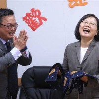 President Tsai Ing-wen (right)