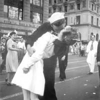 二戰勝利之吻水兵辭世 經典照片已然變調