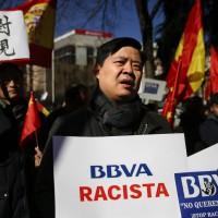 中國僑民帳戶遭無預警凍結 西班牙央行行長道歉