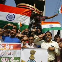 印度民衆對中國憤怒達極限 貿易商會:我們19日要焚燒中國貨!