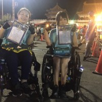 羊角姐妹推輪椅出發 前往東京征戰馬拉松
