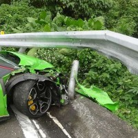 A driver crashed a rented Lamborghini on his way from Yilan to Taipei Saturday morning.