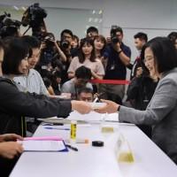 登記民進黨初選 蔡總統:一起打贏這場 #不顧北京反對的選戰!