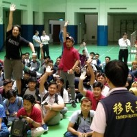 外籍學生權益由移民署與勞工局守護 關懷列車駛進中華醫大