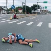 台東鐵人三項國際賽事 台灣一哥謝昇諺遭機車擦撞倒地
