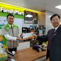 FamilyMart customers can now mail Chunghwa Post packages 24/7