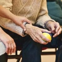 【年輕化】手麻誤以為是五十肩 30多歲壯年罹患巴金森病