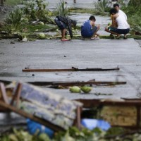 At least 3 dead as typhoon lashes Philippines