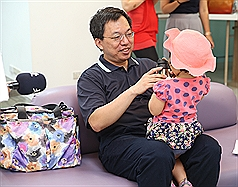 As Taiwan celebrates Father's Day, 24% of dads work extra part-time jobs to support kids