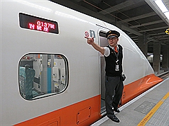 長輩有福了!未來用手機就可以搭高鐵!