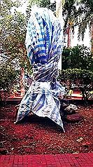 台北市立中正高中蔣介石銅像被潑漆  頭被斬首帶走