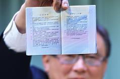 防偽貼紙出爐 二代晶片護照預計二月發放