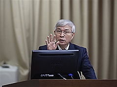 央行報告楊金龍示警  七國貨幣風險高