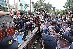 〈時評〉八百壯士狂毆警察的「啟示」