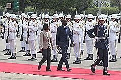海地總統訪臺 蔡英文軍禮21禮砲歡迎