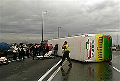 Bus flips sideways on Taiwan highway